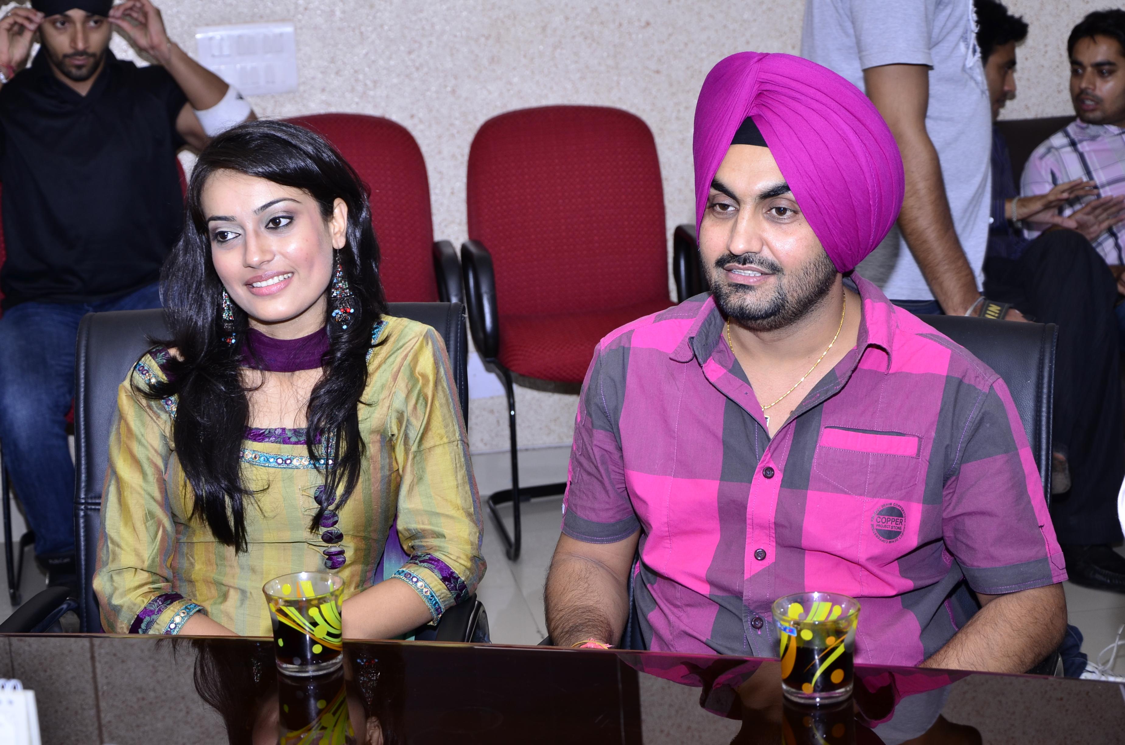 Ravinder Garewal & Surbhi @ Asra